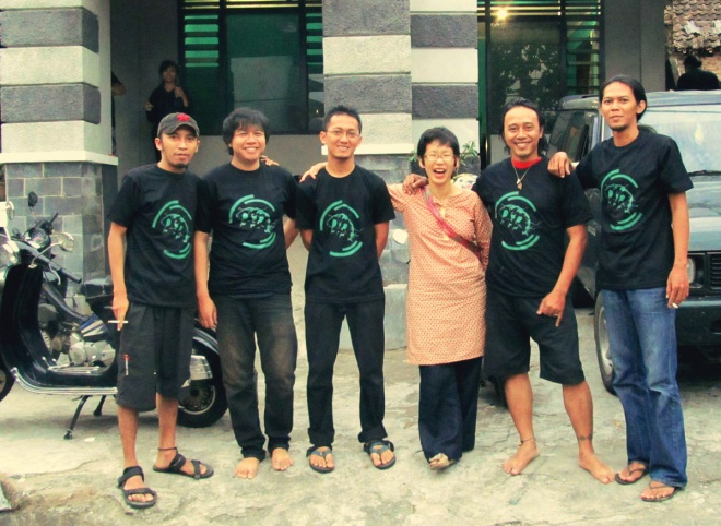 lifepatch members with sachiko kana in front of lifepatchHQ in Bugisan Yogyakarta 2012