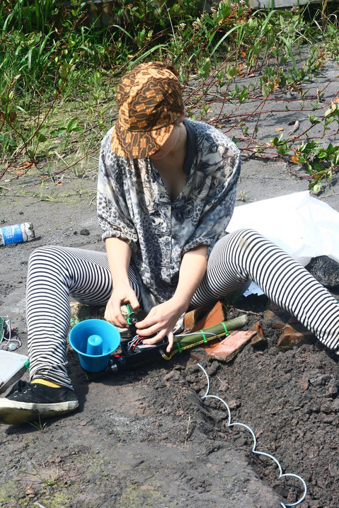 Pia Van Gelder installing MOS