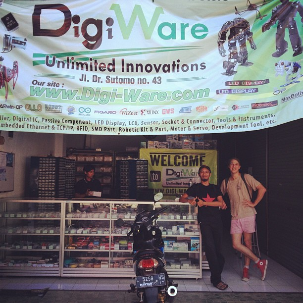 andreas and michael in digiware electronic shop