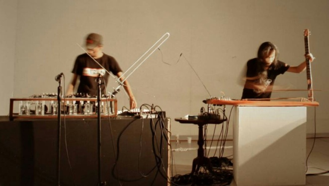 Andreas Siagian and Wukir Suryadi performing in National Gallery Jakarta